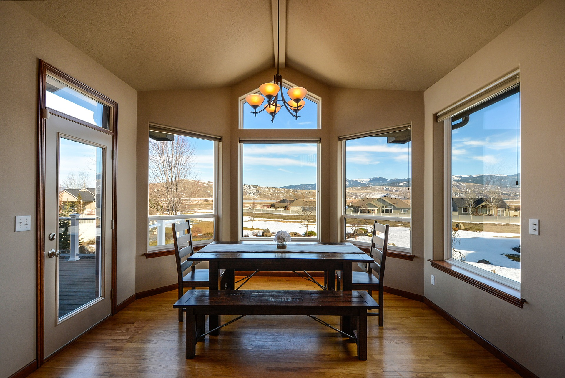 What Makes Vinyl Replacement Windows Energy Efficient