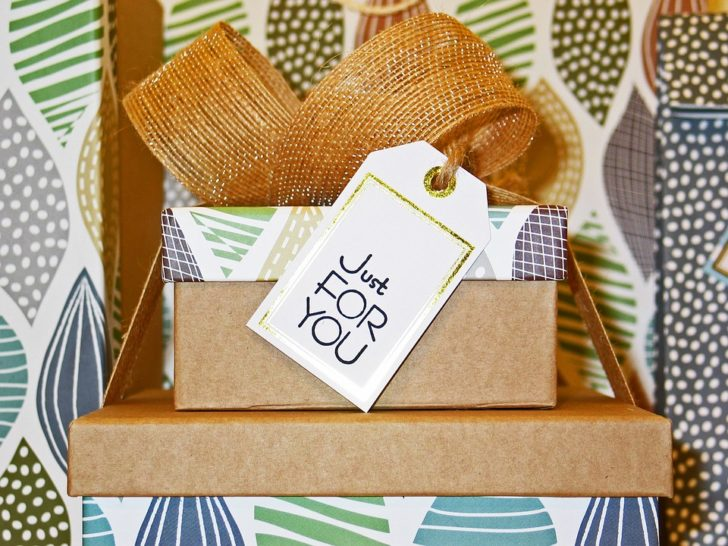 4 Ways to Make an Easy Gift More Thoughtful