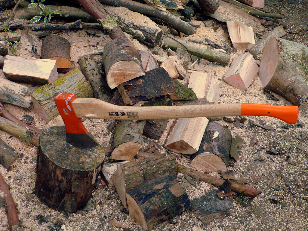 5 wood splitting tools that split wood perfectly