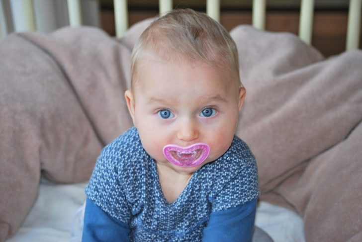 Pacifiers: Why, When and How to Get Your Baby Used to It