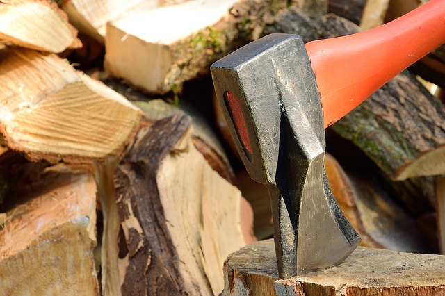 Wood Splitting [A Beginner's Guide to Remember] hack wedge