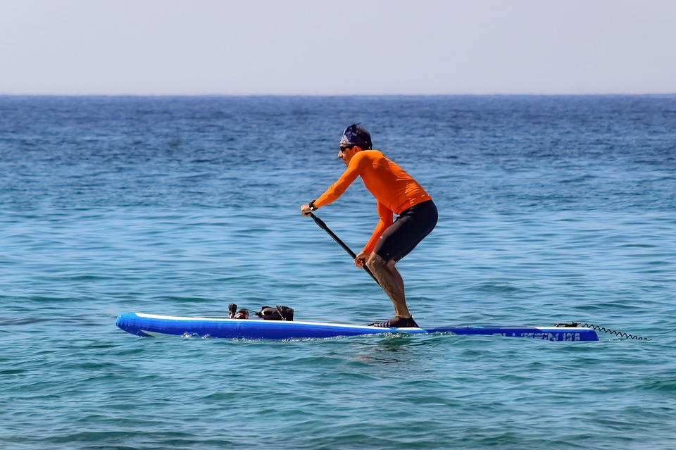 7 Must-Try Water Sports in Australia That Will Splash the Thrill out of You paddle