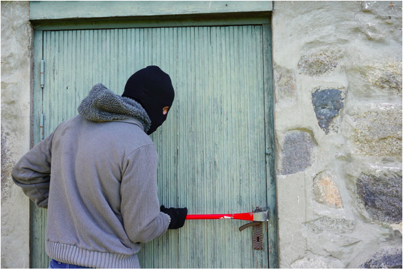 A Vacation Buzzkill! Here's How to Prevent a Home Burglary While You're on Vacation