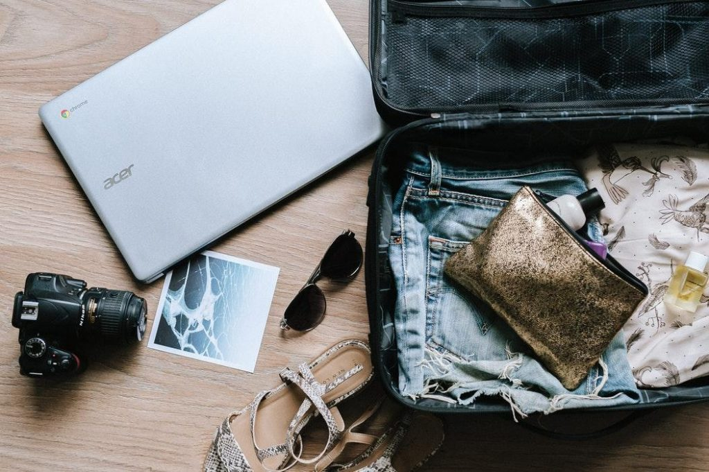 8 Awesome Holiday Packing Tips For A Hand Luggage Only Flight suitcase