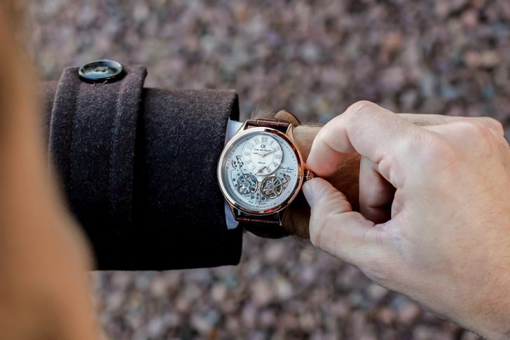 7 personality traits of men who wear a watch