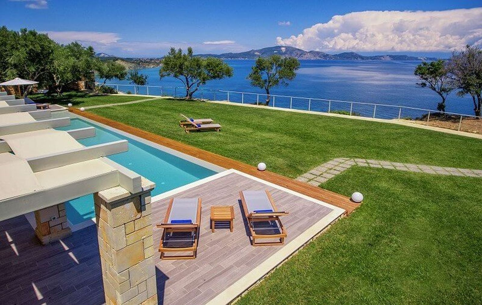 Pure Indulgence: 5 Reasons to Book a Villa on Your Trip to Greece