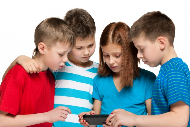 How to Prevent Children from Being Addicted to Screens?