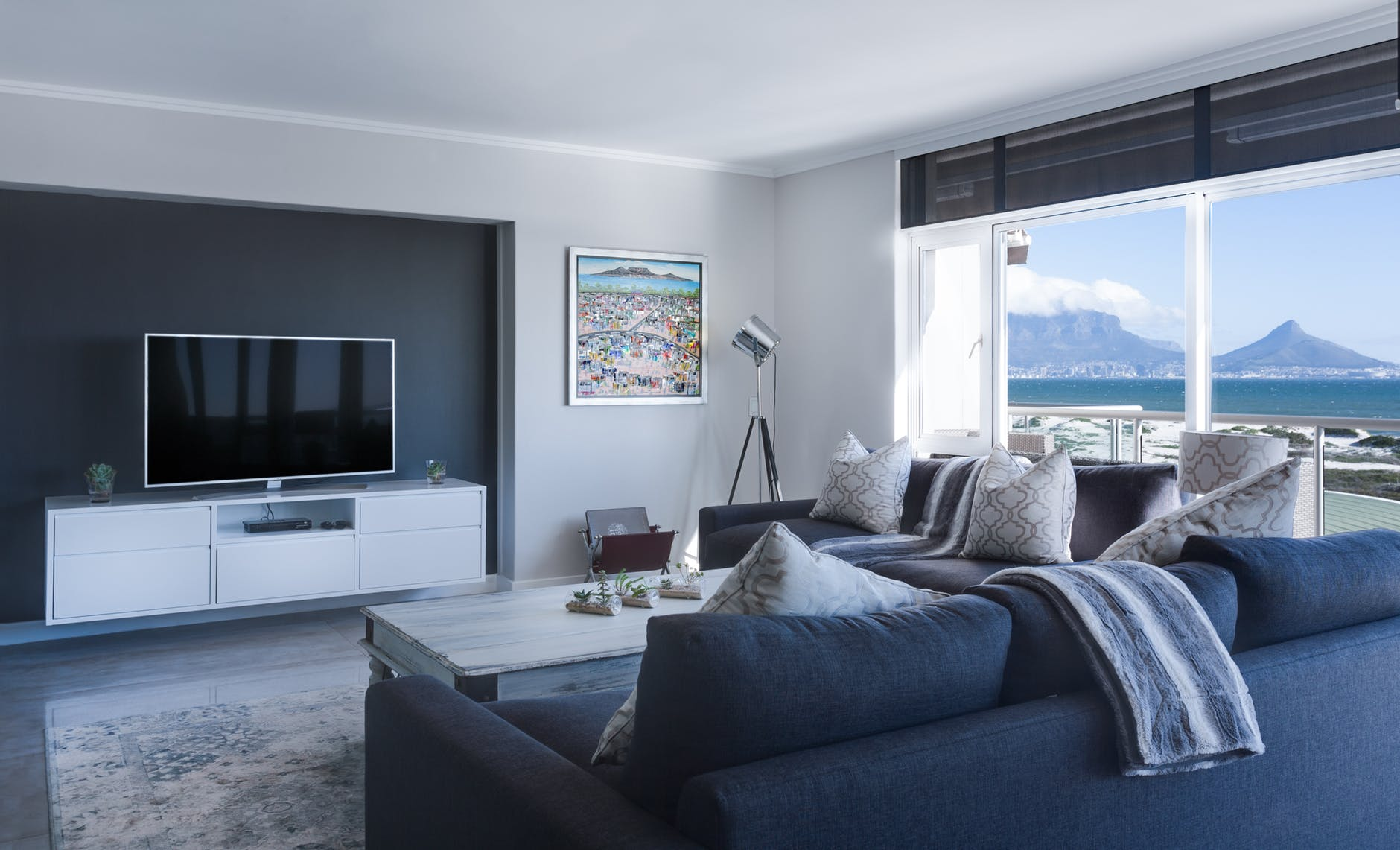 5 Tips on How to Blend TV into the Part of Your Home Decor