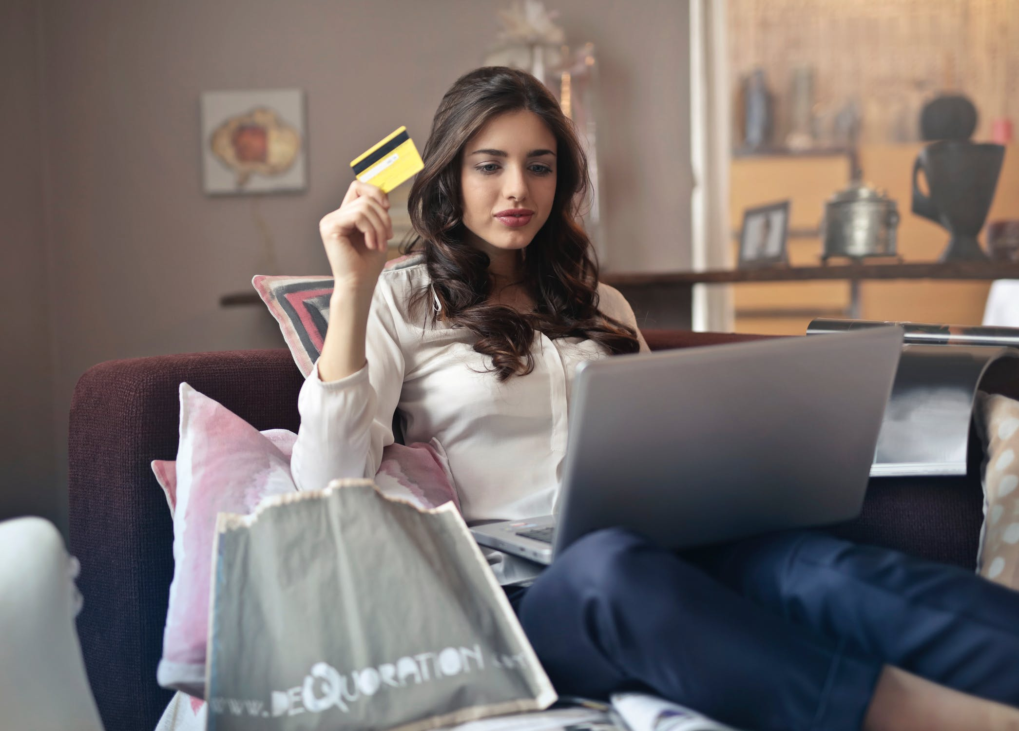 How You Can Save Money by Shopping Online with Gift Cards and Vouchers