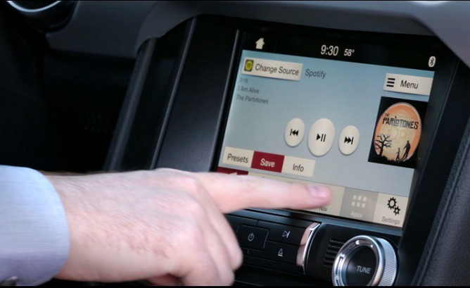7 Simple Ways to Get Your Car Ready For a Summer Road Trip touch screen