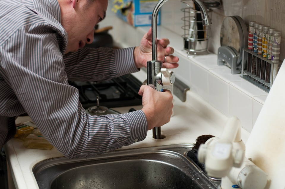 10 Reasons to hire a professional and reliable plumber