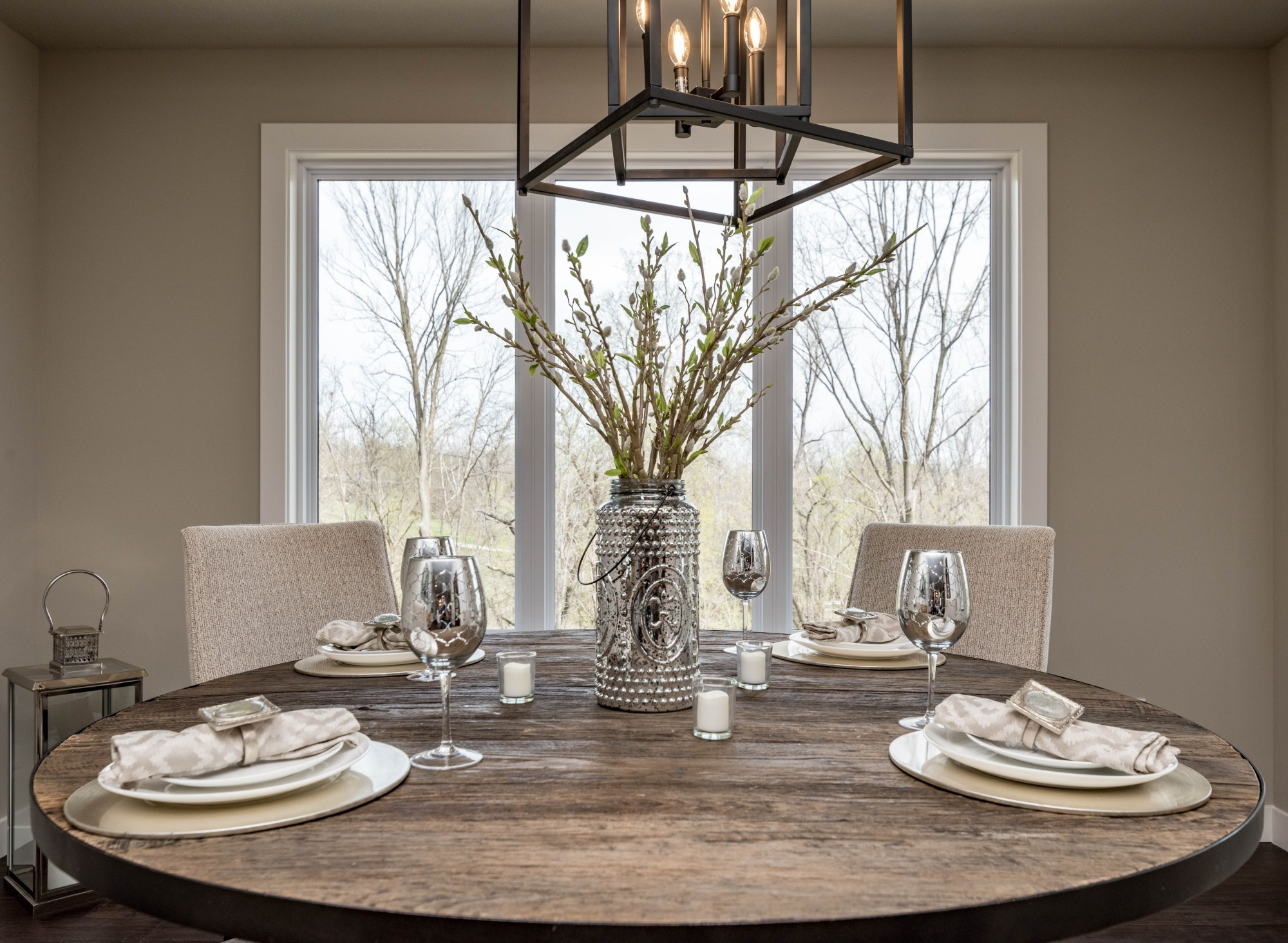 Choosing the Right Dining Room Set for Small Spaces