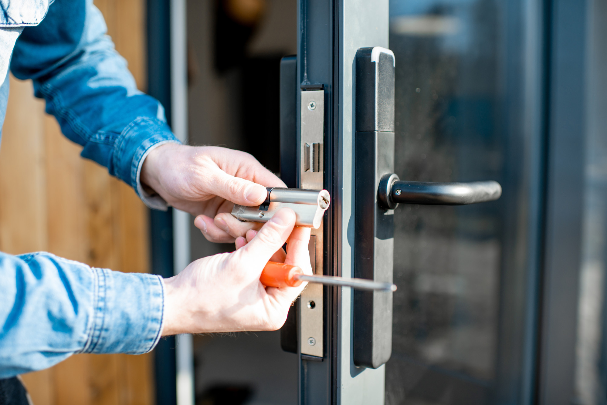 Lock Yourself Out? Here's How to Find the Right Locksmith