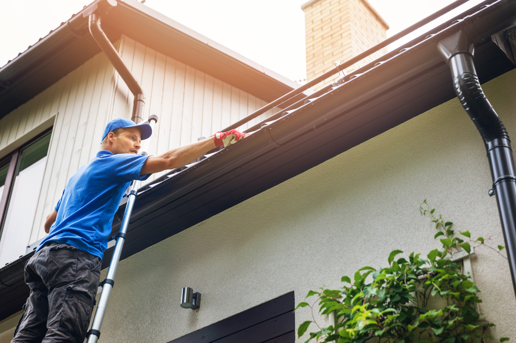 5 Helpful Tips on DIY Gutter Cleaning Without a Ladder