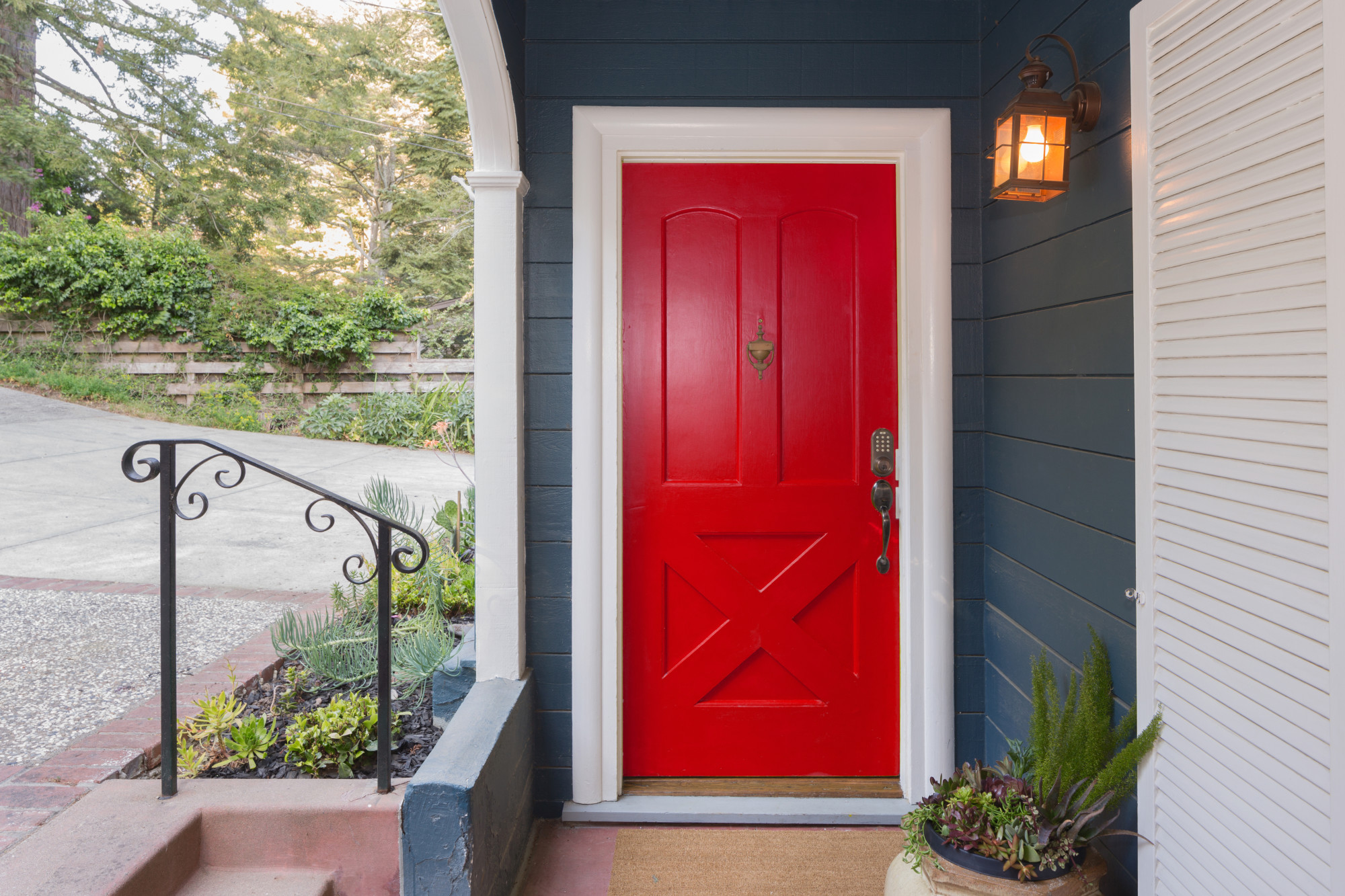 A Helpful Guide on How to Choose and Buy a New Front Door for a Home