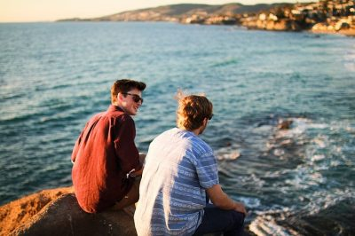 How to Easily Make Friends on Holiday