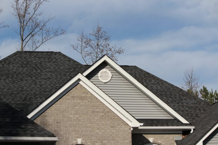 The Complete Guide to Finding and Hiring a Roofing Company