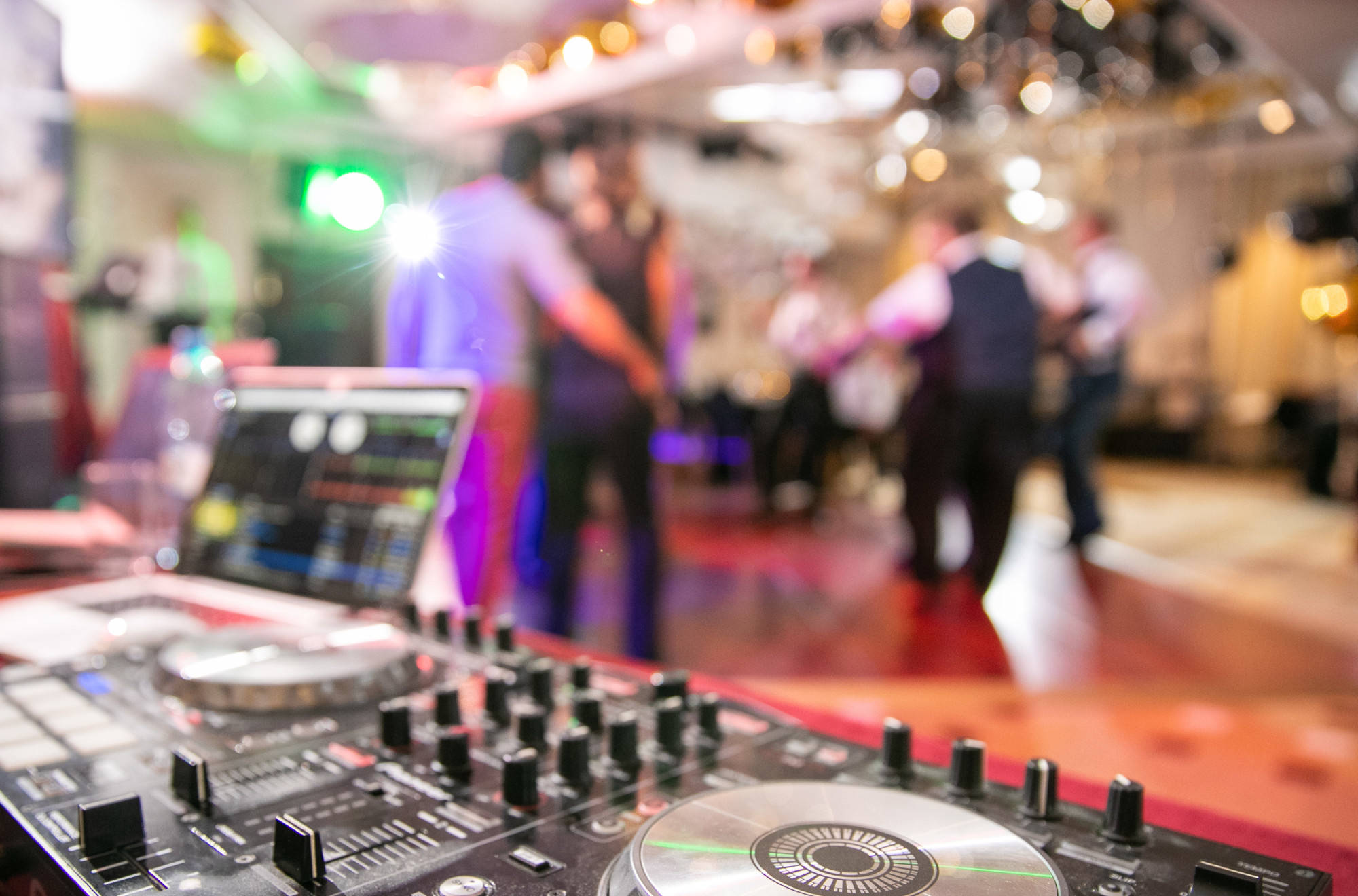 12 Wedding Reception Entertainment Ideas That'll Wow Your Guests