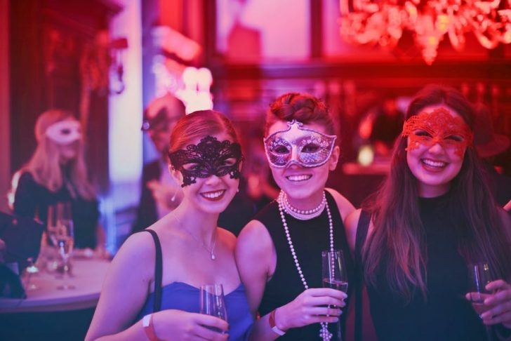 How to Throw the Perfect Bachelor or Bachelorette Party: Your Complete Checklist