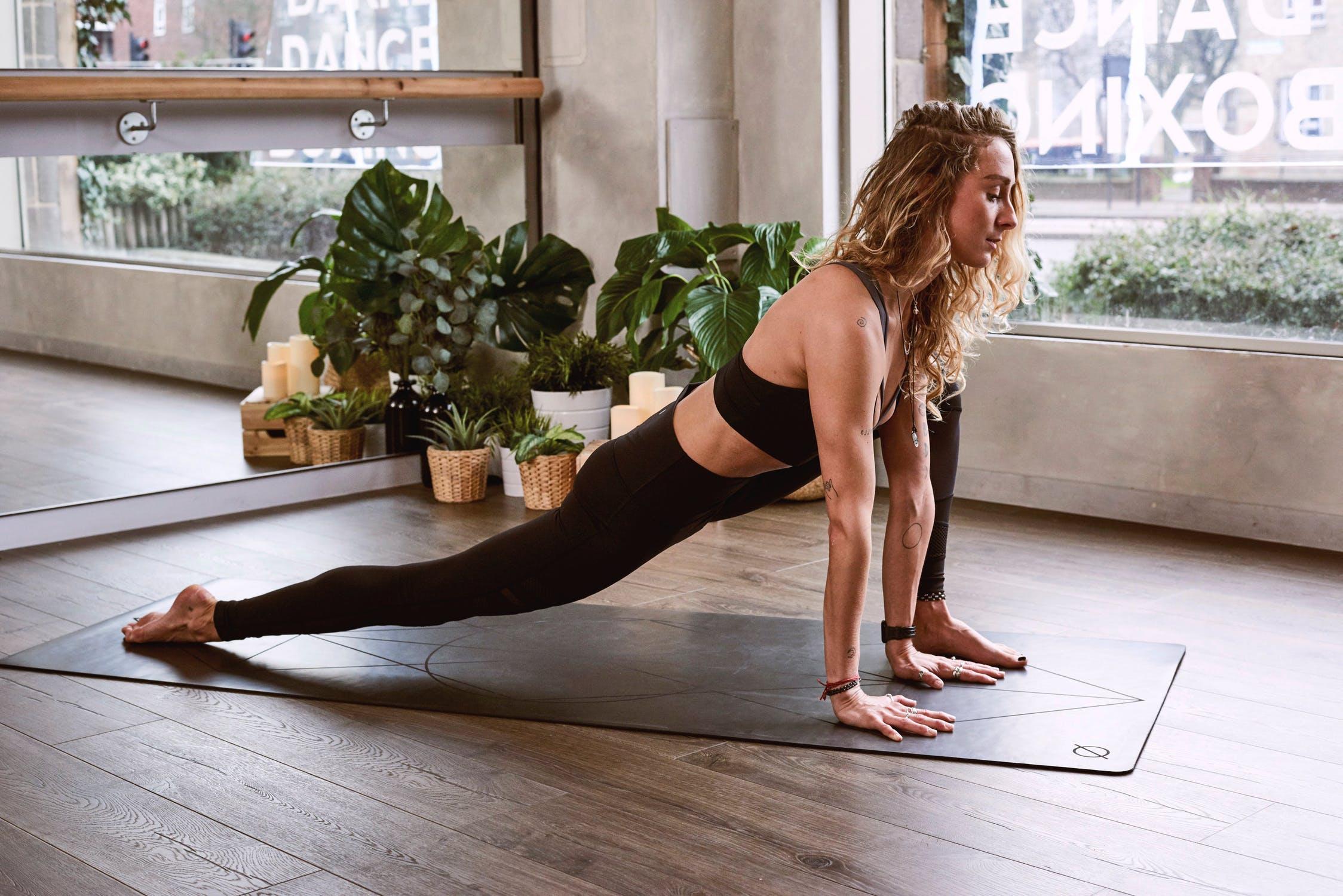Primary Differences Between Hatha Yoga & Vinyasa Yoga