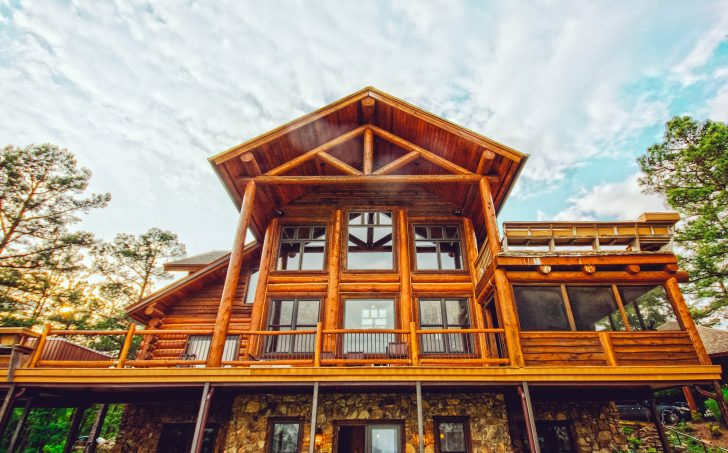 CUSTOM LOG CABINS AND LOG HOMES: ADVANTAGES OF BUILDING ONE