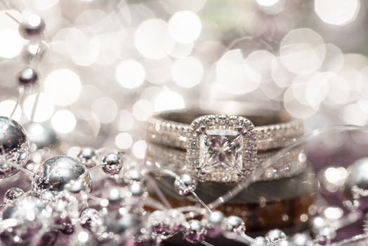 5 Beautiful Diamond Alternatives to Consider for Engagement Rings