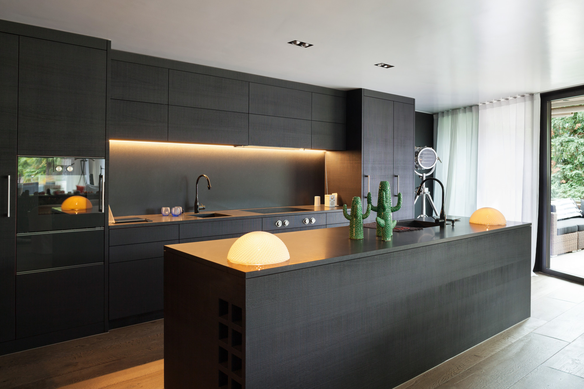 When Should You Opt for Cabinet Refacing vs Painting