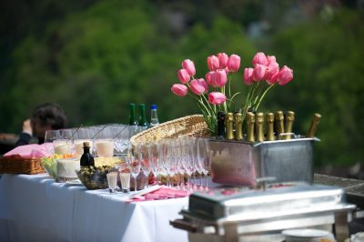 Outdoor Entertaining: 7 Secret Tips for an Off-The-Wall Party