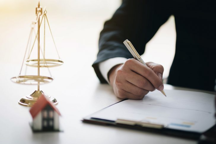 5 Common Scenarios When a Real Estate Attorney Could Really Save Your Bacon