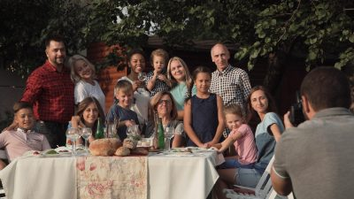 9 Key Tips for Planning a Family Reunion