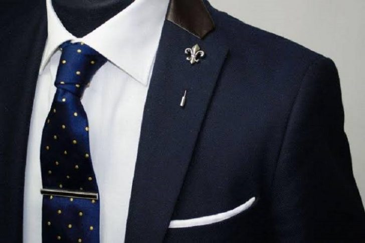 What should a lapel pin store offer?