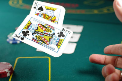 Pros And Cons Of Online Poker Versus Regular Poker