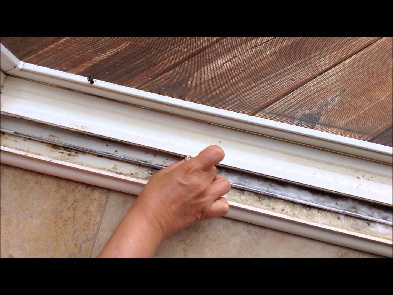 sliding door cleaning tips