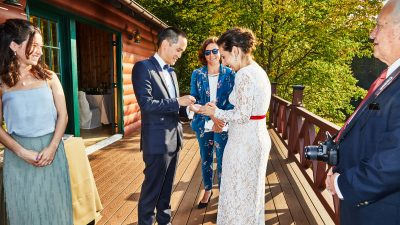 Want A Seamless Vow Renewal Ceremony?  Here's How