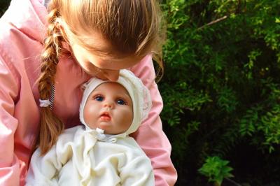 Benefits of realistic babies dolls to children