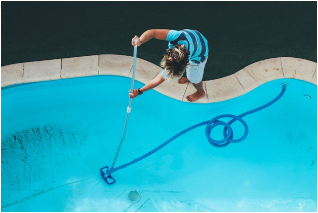 The Main Benefits of Hiring Pool Cleaning Services