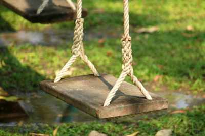 Hang Your Swing From Any Tree With This Hanger