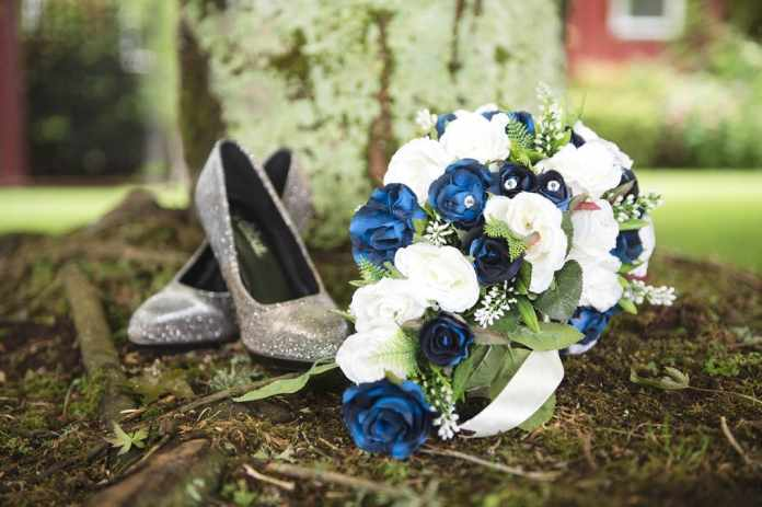 How Are Wooden Flowers Used at Weddings