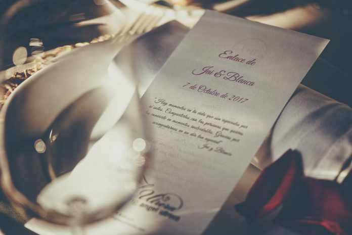 What to Write in a Wedding Card - Dos and Don'ts