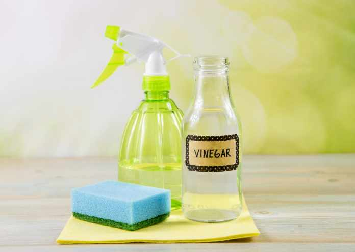 how to clean windows with vinegar