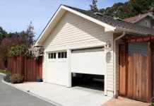 4 Common Signs Residential Garage Doors